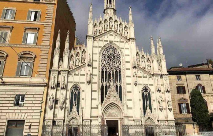 Chiesa del Sacro Cuore del Suffragio a Roma di giorno