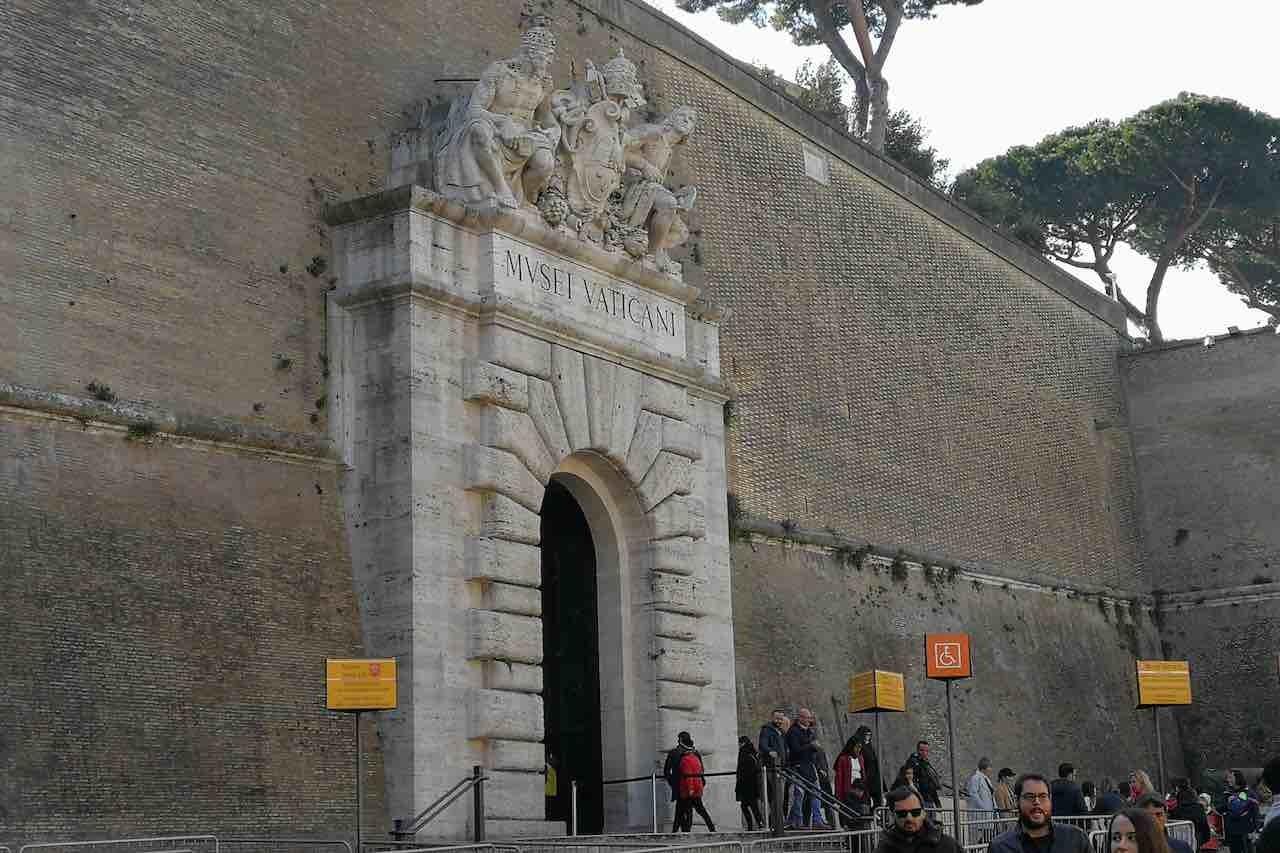 Musei Vaticani, l'ingresso da una posizione laterale