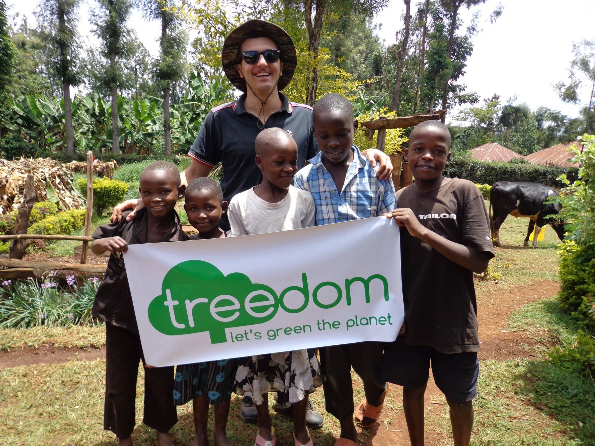 Riccardo Alessandrini segue in Africa uno dei progetti di Treedom