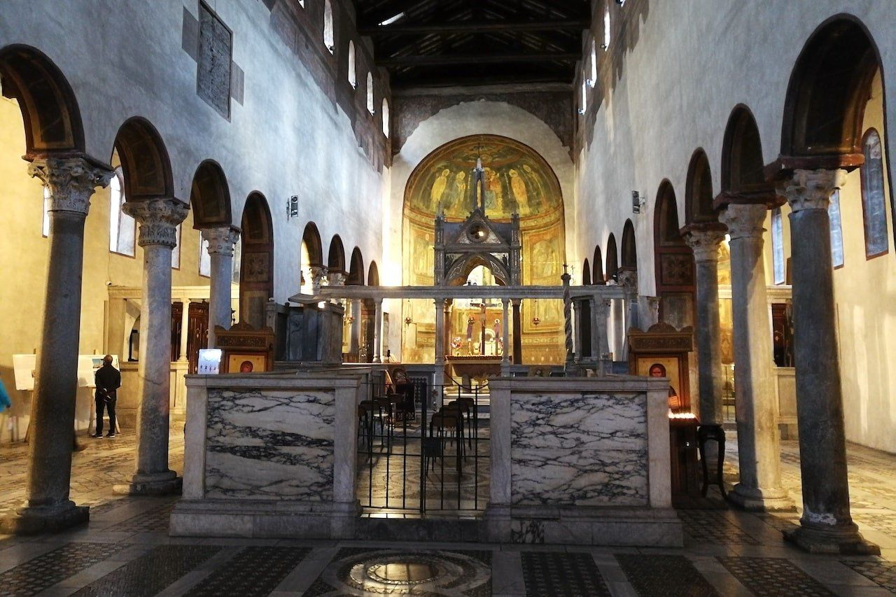 L'interno della basilica di Santa Maria in Cosmedin