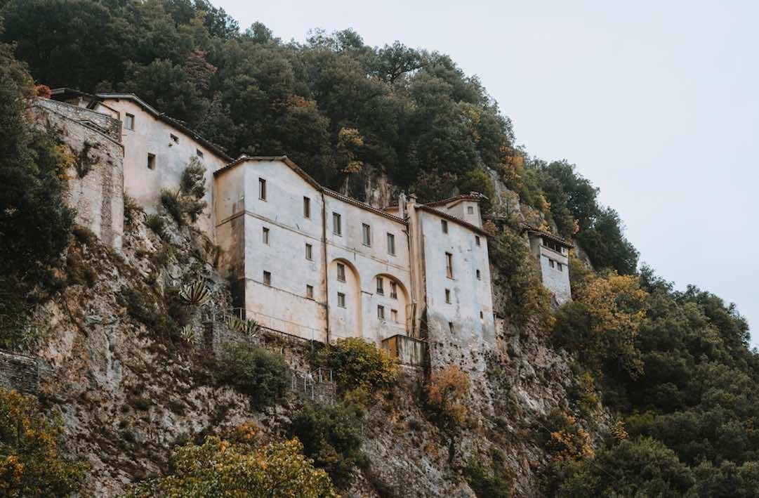 Greccio, il Santuario che si trova nella roccia
