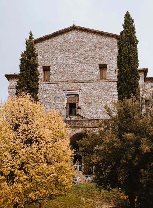 Greccio, veduta della chiesa parrocchiale intitolata a San Michele Arcangelo