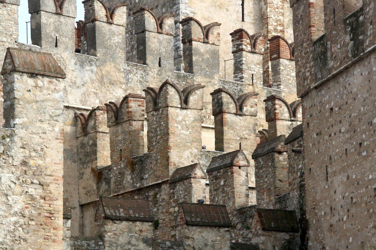 Sirmione e le merlature del Castello Scaligero