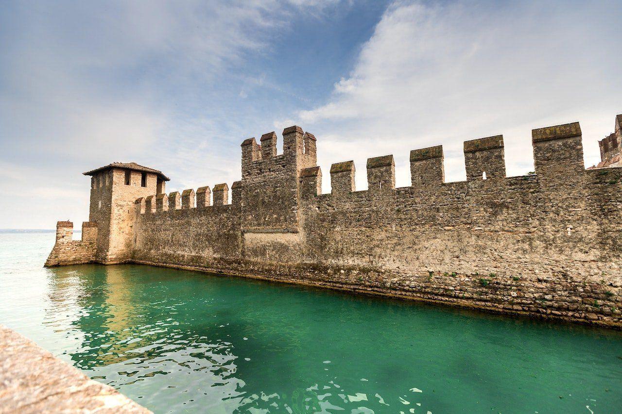 Mura del Castello Scaligero di Sirmione