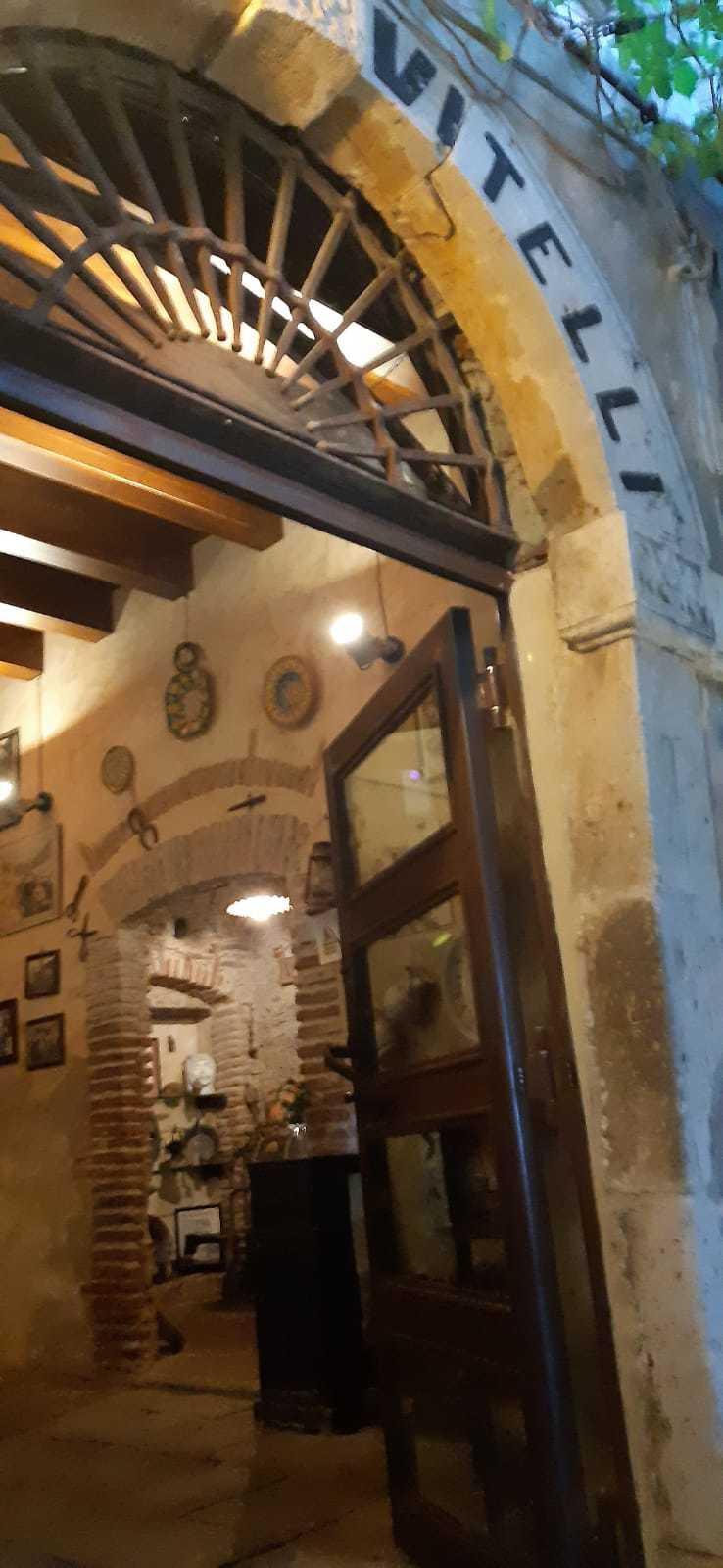 Savoca, l'ingresso dello storico Bar Vitelli