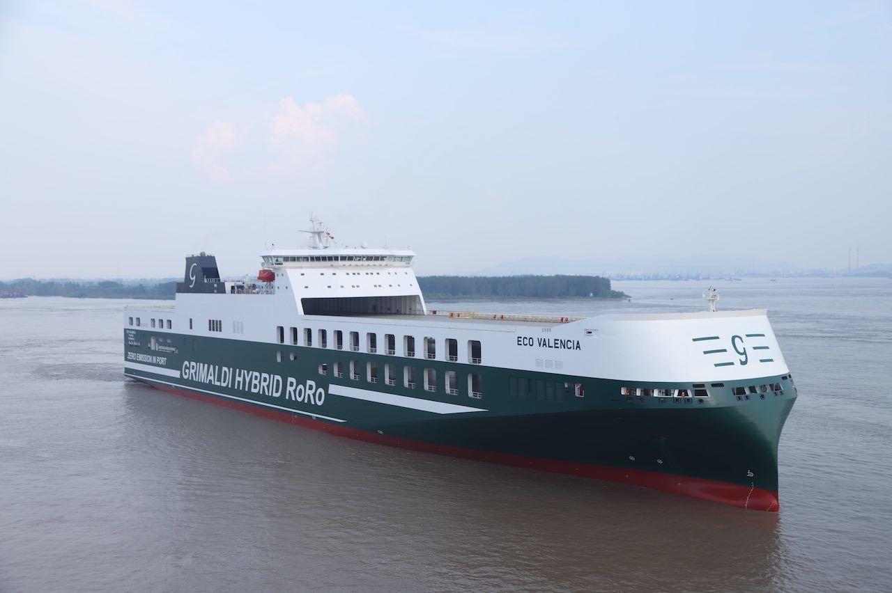 Grimaldi, la nave ibrida Eco Valencia in mare aperto