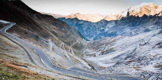 Viaggi on the road, la strada tra le montagne del Passo dello Stelvio