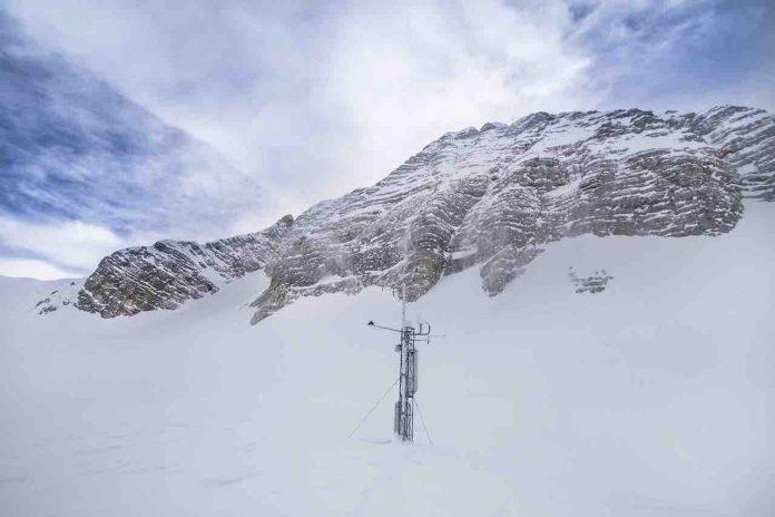 Alpi Giulie, La stazione meteorologica del Monte Canin con 5 metri di neve al suolo
