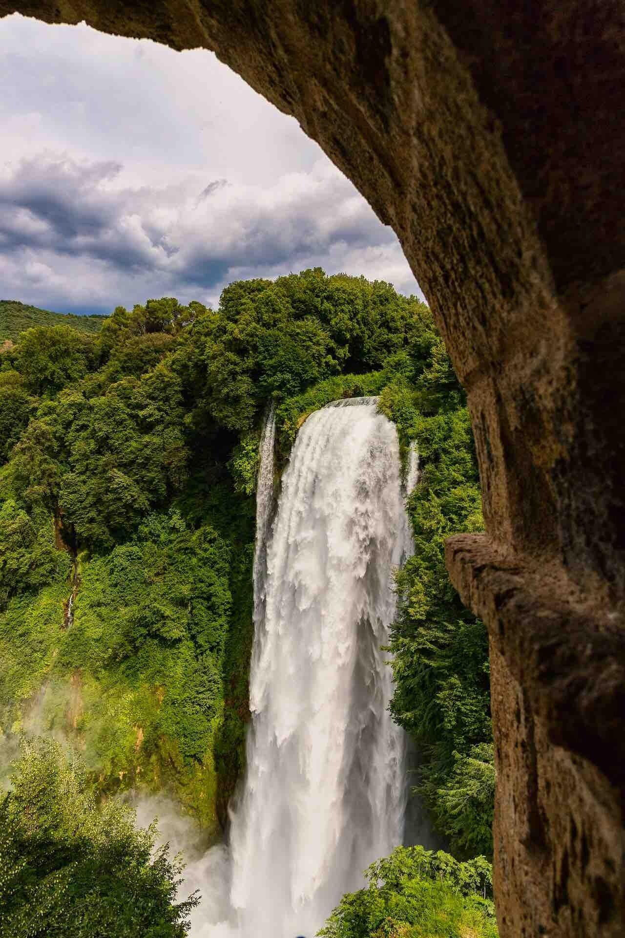Cascata delle Marmore, il salto dell'acqua alla potenza massima