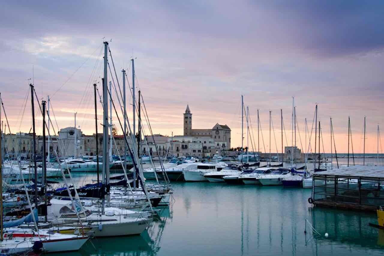 Chiese sul mare, la Cattedrale di Trani vista dal porto della città