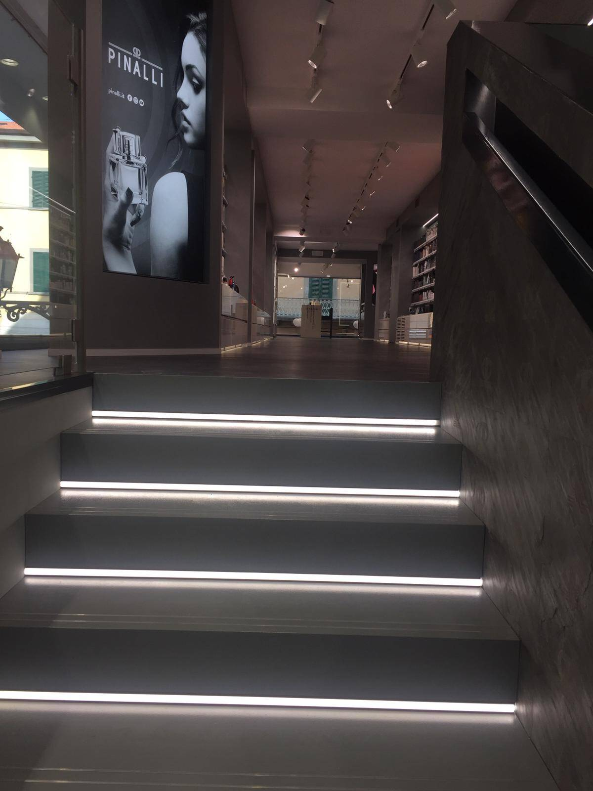 Pinalli, scale interne di un negozio ufficiale