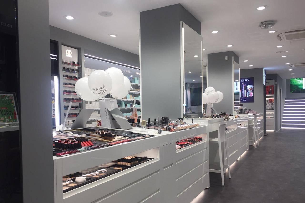 Pinalli, sala interna di uno store