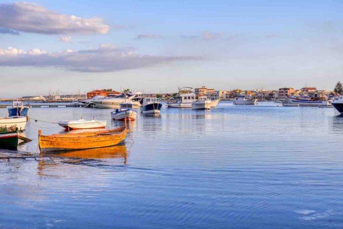 Marzamemi, barche al porto del borgo dei pescatori