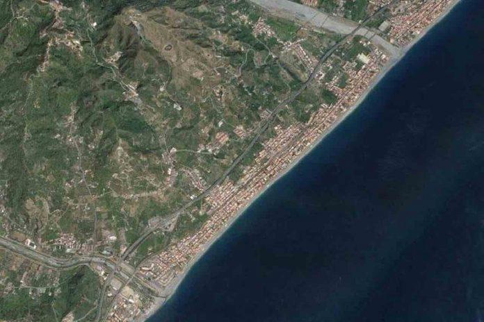 Santa Teresa di Riva, la costa vista dal satellite