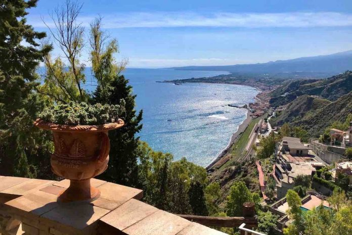 Sicilia, vista panoramica da Taormina