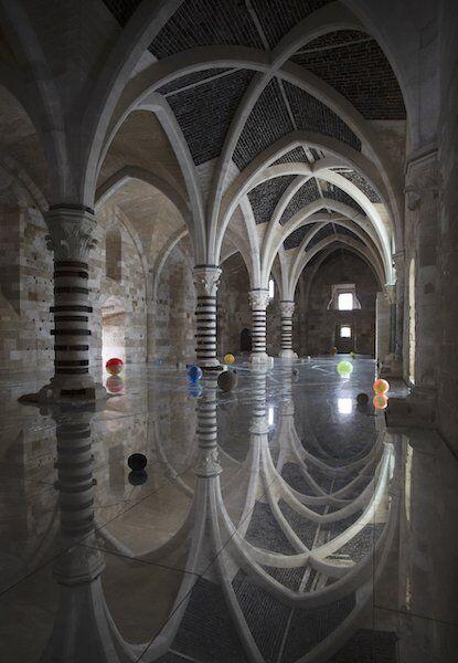 Castello Maniace, la volta della Sala Ipostila riflessa negli specchi del pavimento