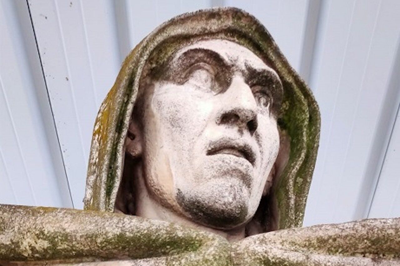 Ferrara, il volto della statua del Savonarola