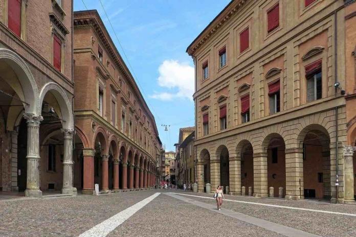 Portici di Bologna visti dall'esterno